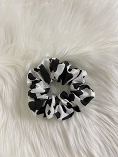 Things To Buy, Girly Things, Cow Outfits, Cow Decor, Estilo Indie, Cow Gifts, Apple Watch Accessories, Cow Pattern, Handmade Hair Accessories