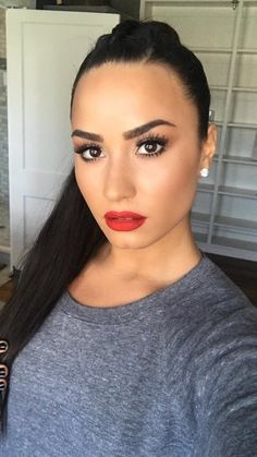 Demi Lovato looks amazing