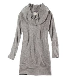 @Aerie by American Eagle This is an amazing off the shoulder comfortable sweatshirt but the bulging pockets ruin the whole product.