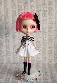 Blythe that looks like my friend from work Natalie :)