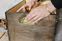Michelle - Blog #DIY: #Wooden #storage #crate Fonte : http://ext.homedepot.com/community/blog/diy-wooden-storage-crate/