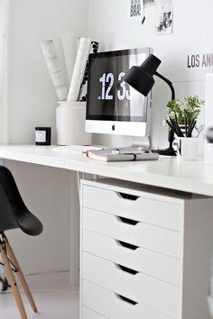 Простая мебель характерна для выбранного стиля. .