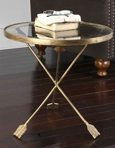 Arrows accent table