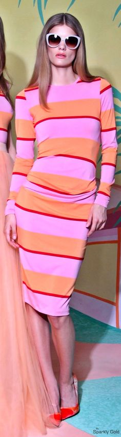 ❖ p i n k & o r a n g e ♠️ Resort 2016 Christian Siriano I Love Fashion, Womens Fashion, Color Fashion, Fashion Design, Fashion Trends, Fashion 2016, Christian Siriano, Fashion Pictures, Spring Summer Fashion