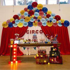 👏🎉🎉👏 TOP 10 @kikidsparty2017 Festa Circo linda e original por @eleanor_portela . Inspire-se e Faça a Festa @shopfesta💜 Dumbo Birthday Party, Birthday Party Tables, Carnival Birthday Parties, Circus Birthday, Birthday Decorations, Circus Carnival Party, Circus Theme Party, Carnival Themes, Party Themes