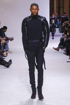 The complete Balmain Fall 2018 Menswear fashion show now on Vogue Runway.