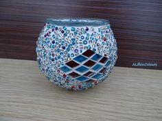 Turco hecho a mano colorido mosaico de vidrio titular de la vela. También se puede utilizar como soporte de lápiz, escritorio titular, demasiado. Está hecho de vidrio mosaicos y colorido y perlas. Dimensiones: altura=8.5 cm/3.35 , diámetro= 11cm/4.33  Si usted quiere tener un vistazo a nuestros otros candelabros o las decoraciones caseras; por favor haga clic en esta sección https://www.etsy.com/shop/ALIFEINCOLOURS?section_id=13304717&ref=shopsection_leftnav_3  Envolver regalos es aceptable…