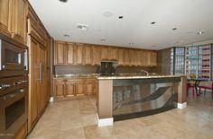 NBA Baller Amar'e Stoudamire's kitchen...kind of manly, but chic.