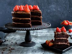 Sjokoladekake med jordbær Sarah Bernard, Nom Nom, Cheesecake, Strawberry, Baking, Mini, Desserts, Cakes, Tortillas