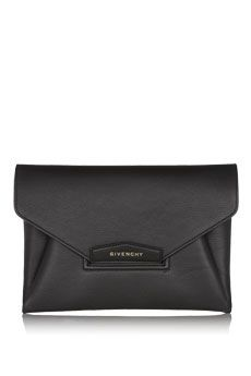 КЛАТЧ Givenchy Antigona envelope clutch in black leather | NET-A-PORTER