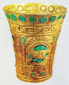 kero,vaso ceremonial para el consumo de la Chicha  Imperio Inca
