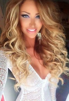 Loving all things girly, pink, and ditzy! Where blonde is a attitude as well as a sexy hair color! None of these pics are of me, but they are goals! Love Hair, Big Hair, Gorgeous Hair, Gorgeous Blonde, Beautiful Eyes, Beautiful Women, About Hair, Hair Dos, Pretty Hairstyles
