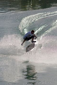 Spot : Blaichach CablePark Rider : Leo Labadens  #wakeskate #wakeskating