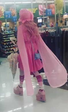 Pretty Pink Princess in Platform Shoes at Walmart - Funny Pictures at Walmart Funny Animal Jokes, Funny Jokes For Kids, Kid Memes, Funny Animals, Funny Memes About Life, Funny Mom Quotes, Pretty Pink Princess, Pretty In Pink, People Of Walmart