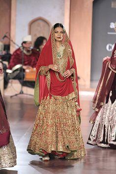 Reynu Taandon - Amazon India Couture Week 2015