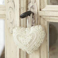 White Crochet Lace Heart hanging on a Shabby Chic Door . Shabby Vintage, Shabby Chic, Vintage Lace, Decoration Shabby, Fabric Hearts, I Love Heart, Soft Heart, Lace Heart, Hanging Hearts