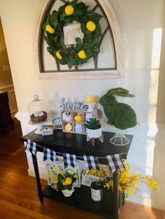 Some Spring Lemon and Buffalo Check Love with Rae Dunn mixed in! Lemon Kitchen Decor, Spring Home Decor, Country Farmhouse Decor, Tray Decor, Buffalo Check, Seasonal Decor, Small Entrance, Entrance Decor, Decor Ideas