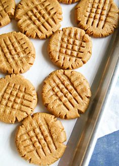 Making peanut butter cookies doesn't get any easier than these Peanut Butter Cookies that are so soft & chewy. You better make a double batch! Making Peanut Butter, Homemade Peanut Butter, Peanut Butter Cookies, Almond Cookies, Pumpkin Cookies, Chocolate Cookies, Keto Cookies, Yummy Cookies, Cookies Soft