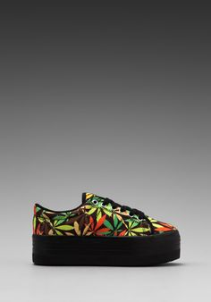 Jeffrey Campbell Platform Sneakers in Leaves - Weedy Creepers, haha! Crazy Shoes, Me Too Shoes, Tennis Sneakers, Beautiful Outfits, Beautiful Clothes, Indie Outfits, Fall Shoes, Platform Sneakers, Punk