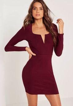 Dévoilez juste ce qu'il faut de peau avec cette robe moulante décolletée.