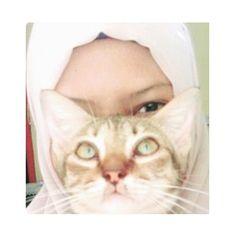 Noviyana Shiali (Instagram.com/noviyanashiali) #Cat #Hijab #NoviyanaShiali #Blogger #Kucing