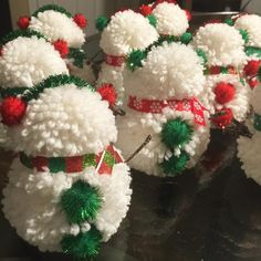 Diy Snowman Decorations, Christmas Decorations For Kids, Snowman Crafts, Kids Christmas, Winter Decorations, Snowman Wreath, Black Christmas, Christmas Snowman, Christmas Pom Pom Crafts