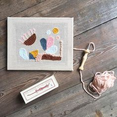 Punchin' the day away! Did you know I have some @amy.oxford needles in my webshop? Next workshop with left spots on June 9. . . #punchneedlework #punchneedleworkshop #amyoxfordpunchneedle #amyoxford #rughooking #punchneedleembroidery #fiberartist #hetateliervanevav