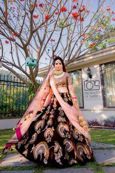 Weddig Bridal Lehenga - Bride in Amazing Saree Gown. Indian Wedding Gowns, Wedding Lehnga, Indian Bridal Outfits, Indian Bridal Lehenga, Wedding Bride, Bridal Dresses, Punjabi Wedding, Wedding Attire, Indian Dresses