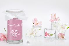 Tired of the cold? The Iced Blossom JewelCandle will make you look at the Winter season on the bright side, with its delicious scent of Sweet Pea.