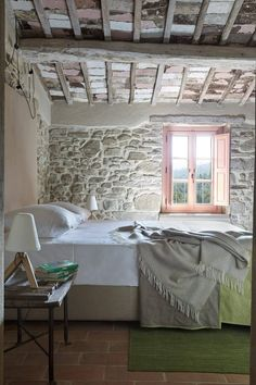 Historic Farmhouse Renovation-Special Kindesign A century farmhouse has been beautifully restored by Special Umbria into a delightful holiday villa, located in Piegaro, Perugia, Italy. Cottage Interiors, Rustic Interiors, Country Farmhouse Decor, Rustic Decor, Rustic Style, Rustic Wood, Rustic Cafe, Rustic Backdrop, Rustic Restaurant