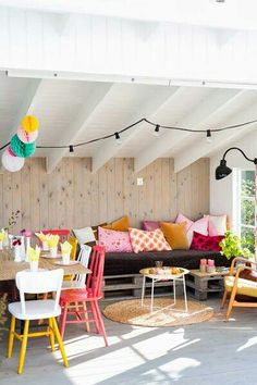 Deco living room of colorful temperament Family Dining Rooms, Family Room, Decoration Inspiration, Interior Inspiration, Room Inspiration, Norwegian House, Home Goods Decor, Home Decor, Sweet Home
