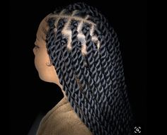 All styles of box braids to sublimate her hair afro On long box braids, everything is allowed! For fans of all kinds of buns, Afro braids in XXL bun bun work as well as the low glamorous bun Zoe Kravitz. Long Twist Braids, Senegalese Twist Braids, Senegalese Twist Hairstyles, Crochet Senegalese, Afro Twist, Marley Twist Hairstyles, Braided Hairstyles For Black Women, Braids For Black Hair, Braids Hairstyles Pictures