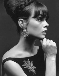 Jean Shrimpton modeling jewelry, 1963. Photo by John French.