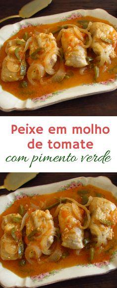 Peixe em molho de tomate com pimento verde   Food From Portugal. Há muitas formas de cozinhar peixe de forma atrativa e deliciosa para agradar a toda a família. Prepare peixe em molho de tomate com pimento verde, é uma receita simple que todos vão gostar!! #receita #peixe #tomate #molho