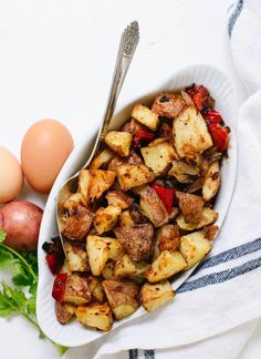 Amazing crispy roasted breakfast potatoes (also called home fries! They are absolutely delicious, easy to make, and healthier than fried potatoes! Roasted Breakfast Potatoes (Home Fries) - Cookie and Kate Karen LaRocca breakfa Breakfast Desayunos, Breakfast Recipes, Vegetarian Breakfast, Crispy Breakfast Potatoes, Vegetarian Recipes, Healthy Recipes, Vegetarian Sandwiches, Going Vegetarian, Vegetarian Dinners