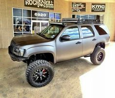 Dillon Gregory Would you roll in one of these? Custom Lifted Trucks, 4x4 Trucks, Chevy Trucks, Lifted Tahoe, Lifted Chevy, Range Rover Supercharged, 4x4 Off Road, Chevrolet Tahoe, Dream Cars