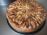 Joodse appelcake Deze appelcake bak ik altijd in een taartvorm en dan ziet hij eruit als een taart. Een taart die het aanzien waard is...