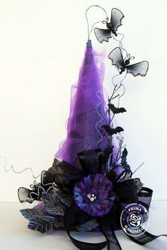 Glammed up Witch Hat! Spray styrofoam cone black, wrap with purple tulle and add black bow and leaves with a purple flower and wire on spooky details with picks and garland found at stores such as Michaels - I'm making this for Halloween this year! Table Halloween, Fröhliches Halloween, Holidays Halloween, Halloween Decorations, Halloween Centerpieces, Purple Halloween, Halloween Clothes, Halloween History, Primer Halloween