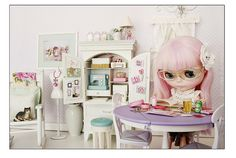 OH YES! Definitely need a sewing room for my big eyed girl. Blythe by Princess Di-O-Rama