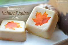 You only need a few simple supplies & very basic artistic skills to create these simple, charming oatmeal spiced homemade soap bars! Perfect for gifting! Homemade Soap Bars, Homemade Soap Recipes, Homemade Gifts, Diy Gifts, Spa Tag, Homemade Oatmeal, Oatmeal Soap, Soap Tutorial, Home Made Soap