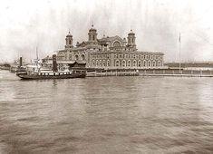 Ellis Island, New York, ved munningen av Hudson elva. Dette var hovedporten for strømmen av immigranter til USA, på slutten av 19. og tidlig i det 20. århundre. Reisende på 1. og 2. klasse ble klarert på skipet under overfarten, og sluppet av på Manhatten. Reisende på 3.klasse ble sendt til Ellis Island.