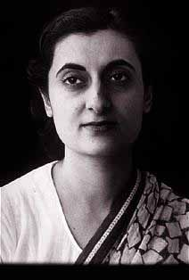 Indira Gandhi: India's Prime Minister, very controversial but I admire her because she spearheaded our Nuclear program. That alone should prevent Indians from being slaves again. Indira Gandhi, Mahatma Gandhi Photos, Cool Sketches, Amazing Sketches, Indian Freedom Fighters, Rajiv Gandhi, Indian Face, History Of India, Brave Women