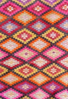 Kilim Rug 162x320cm from Le Souk. Under dining table.