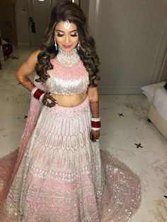 Lehenga Colour Combinations For Winter Brides! Bridal Hairstyle Indian Wedding, Indian Wedding Lehenga, Indian Bridal Hairstyles, Indian Bridal Outfits, Indian Bridal Fashion, Lehenga Hairstyles, Hairstyles For Gowns, Lehenga Color Combinations, Engagement Hairstyles