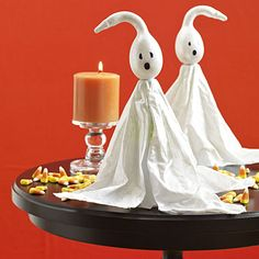 Halloween craft: Decorate a side table or porch with fun gourd-topped ghost pumpkin. Halloween Ghost Decorations, Easy Halloween Crafts, Halloween Ghosts, Cute Halloween, Holidays Halloween, Halloween Pumpkins, Halloween Ideas, Halloween Snacks, Halloween Night