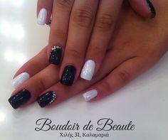 Classy black'n'white nails! #nailart #nails #nailswag #nailsalon #kalamaria #skg #thessaloniki #beautysalon #beauty #naildesign #nailpolish #boudoirdebeaute #boudoir_de_beaute #manicure #nails_greece #nailsoftheday #nailporn #nailaddict