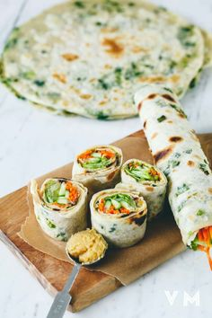 19 Easy Lunches With No Meat Or Dairy - food recipes-yemek tarifleri - Genius use of scallion pancakes over here. Get the recipe here. Veggie Recipes, Whole Food Recipes, Cooking Recipes, Healthy Recipes, Dairy Recipes, Wrap Recipes, Chickpea Flour Recipes, Vegan Avocado Recipes, Vegan Sandwich Recipes