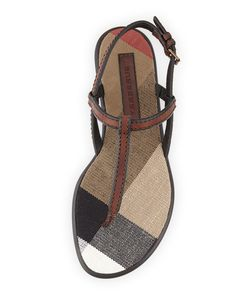 Divinas!!! Burberry flat sandals