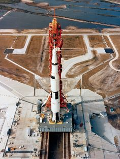 May 1969 – The Apollo 10 rocket launch pad 39 at Cape Canaveral. Apollo Space Program, Nasa Space Program, Apollo 11, Baja California, Rocket Launch Pad, Nasa Photos, Apollo Missions, Nasa History, Kennedy Space Center