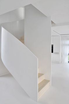 Amazing modern staircase designs, including open sided staircases, floating staircase designs, modern spiral staircases, plus bespoke spinals and banisters. Home Stairs Design, Interior Staircase, Staircase Railings, Foyer Design, Banisters, Modern Staircase, Spiral Staircase, House Design, Staircases
